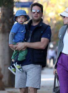 Caption: Celebrity kid Felix Handelman with his father