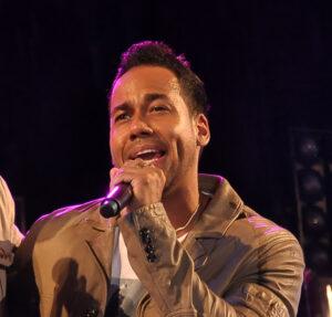 Caption: Romeo Santos singing