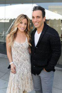 Caption: Lana Gomez with her husband Sebastian Maniscalco