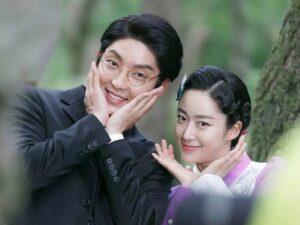 Caption: Lee Joon Gi with his girlfriend Jeon Hye-bin