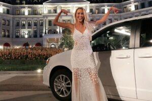Caption: MummyOFive with her car