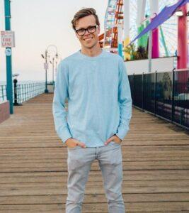 Caption: Singer Matt Slays
