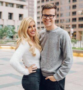 Caption: Singer Matt Slays with his girlfriend